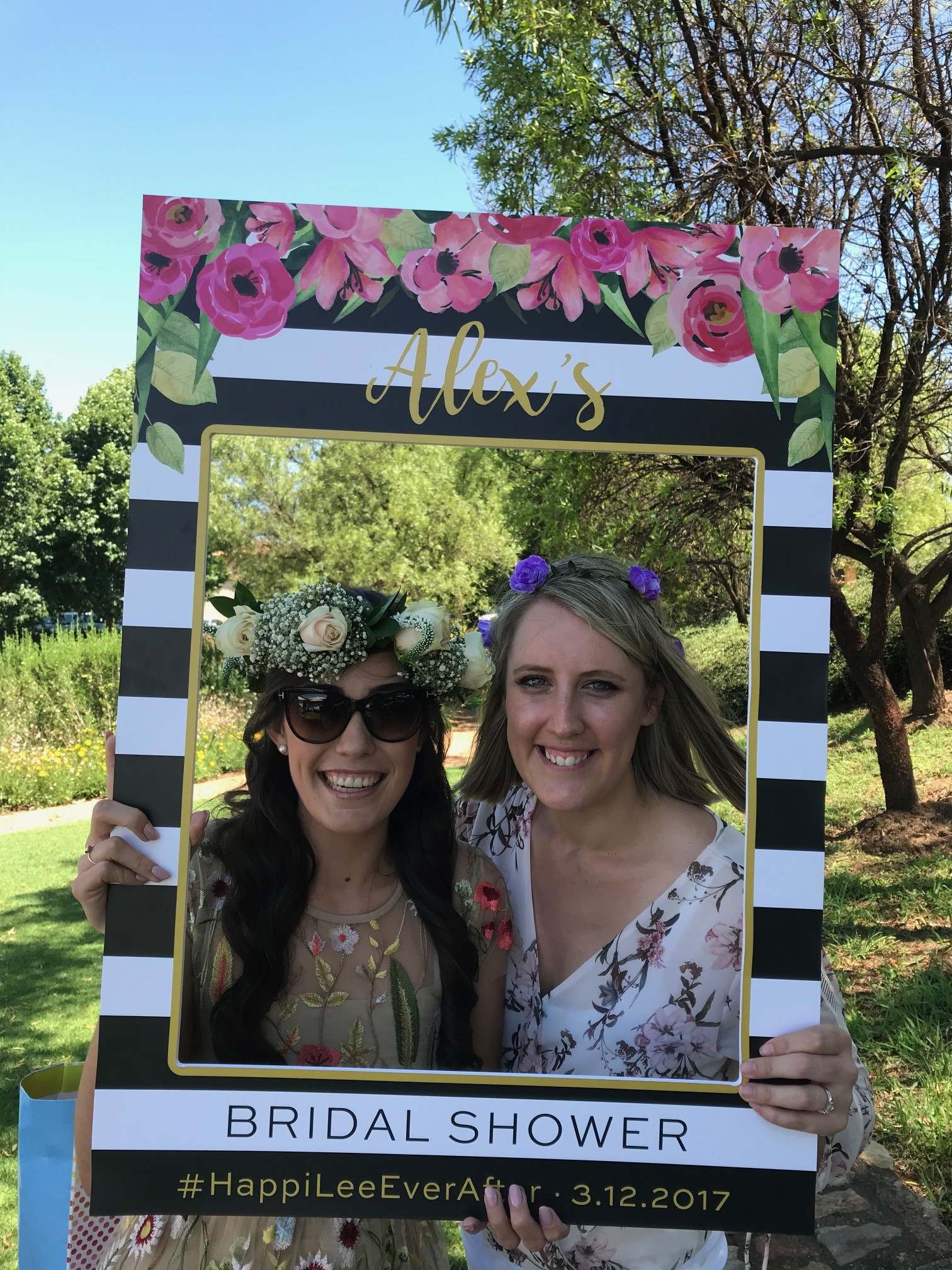 Floral Bridal Shower Photoprop Frame ⋆ Papermoon